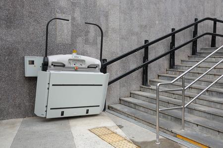 소치, 러시아의 도시에서 지하도에서 장애인을위한 특수 엘리베이터
