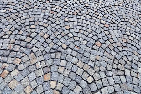 empedrado: La calzada pavimentada por un granito gris Foto de archivo