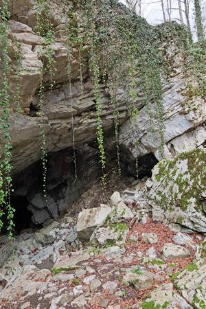 vorontsov: The entrance to Vorontsovskaya cave. Vorontsovskaya cave system - the system of caves, located on the Vorontsov ridge in the Khosta and Adler districts of Sochi, Krasnodar Krai, Russia
