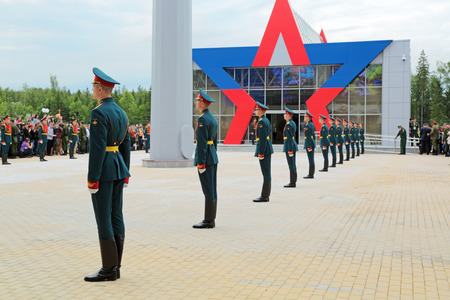 honour: KUBINKA, MOSCOW OBLAST, RUSSIA - JUN 16, 2015: A battalion of the guard of honour of the commandant of the regiment preparing meets with the President of Russia at the International military-technical forum ARMY-2015 in military-Patriotic park