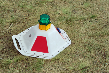 standalone: Standalone portable lantern for the lighting of the runway strip
