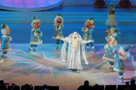 concerto: MOSCOW, RUSSIA - DEC 27, 2014: Childrens Christmas show in State Kremlin Palace in Moscow Kremlin. The actors on the stage