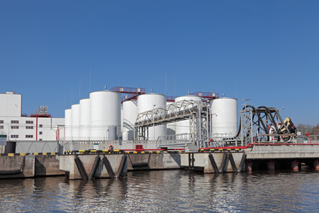 quay: Oil loading terminal on quay