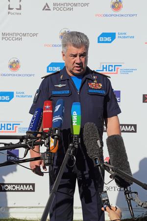 Joukovski, MOSCOW REGION, RUSSIE - 25 août 2015: Viktor Nikolaïevitch Bondarev - colonel général, commandant en chef de la force aérienne russe à l'aviation internationale et l'espace salon MAKS-2015