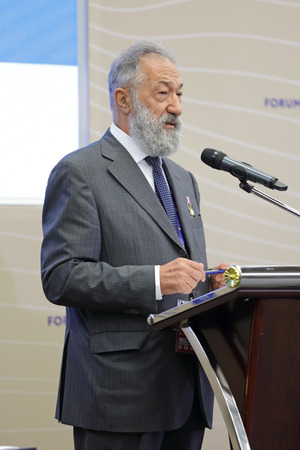 savant: SAINT-PETERSBURG, RUSSIA - JUN 18, 2016: St. Petersburg International Economic Forum SPIEF-2016. Artur Chilingarov - famous Armenian-Russian polar explorer Editorial