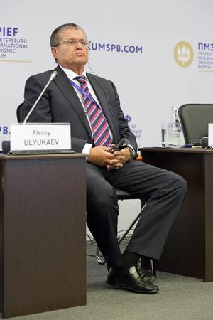desarrollo económico: SAN PETERSBURGO, Rusia - 16 de junio, 2016: Foro Económico Internacional de San Petersburgo SPIEF-2016. Alexey Ulyukaev - Estado ruso y figura política, Ministro de Desarrollo Económico de la Federación Rusa Editorial