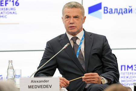 comité d entreprise: SAINT-PETERSBOURG, RUSSIE - 16 juin 2016: Forum économique international de Saint Pétersbourg SPIEF-2016. Alexander Medvedev - Vice-Président du Comité de gestion de la société énergétique russe Gazprom Éditoriale