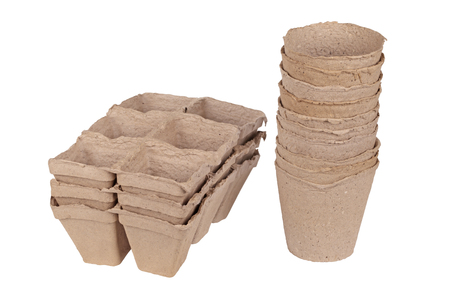 peaty: Much peat pots for growing seedlings, isolated on white background