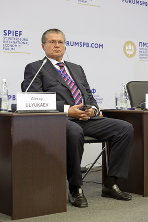 desarrollo económico: SAINT-PETERSBURG, RUSSIA - JUN 16, 2016: St. Petersburg International Economic Forum SPIEF-2016. Alexey Ulyukaev - Russian state and political figure, Minister of Economic Development of the Russian Federation Editorial