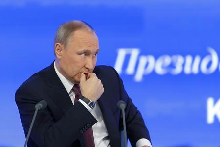 모스크바, 러시아 -12 월 23 일, 2016 : 러시아의 대통령 블라디미르 블라디 미로 비치 푸틴 대통령 눈으로 국제 무역 센터에서 연례 기자 회견에서 폐쇄
