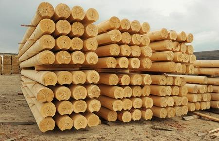 cylindrical: Mucchio di tronchi cilindrici