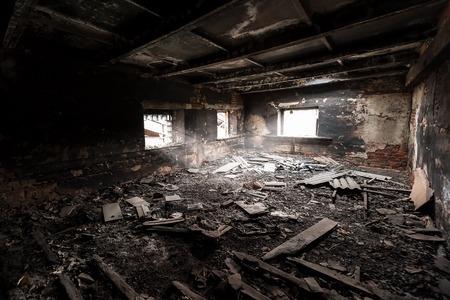 화재 후 버려진 건물