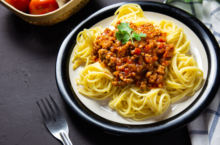 delicious homemade plate of spaghetti on black board, italian food Zdjęcie Seryjne - 120176196