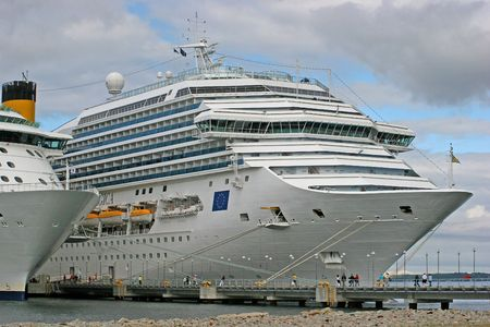 Cruise Liners on the jetty Stock Photo - 539918