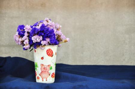 trockene Blume in der Tasse