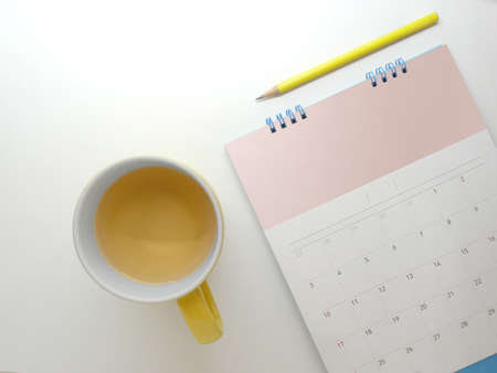 Calendar with tea mugs on the table Standard-Bild
