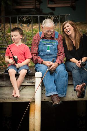 Fun Family Fishing Time with Grandfather Standard-Bild