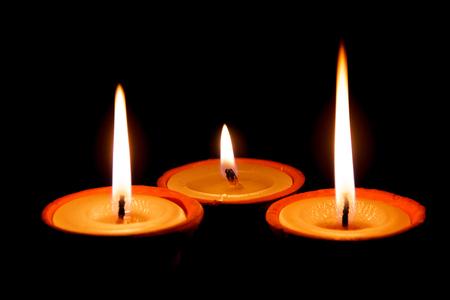 hindues: l�mparas de mantequilla iluminado con motivo del festival especial de los hind�es en Katmand�, Nepal.