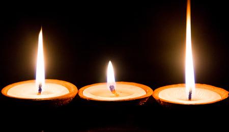 hindues: lámparas de mantequilla iluminado con motivo del festival especial de los hindúes en Katmandú, Nepal.