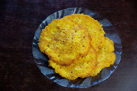 Nepali Style Sweet corn bread pancake recipe made with sweet corn, ginger garlic and salt , blended together and cooked on pan. Cornbread pancake Standard-Bild