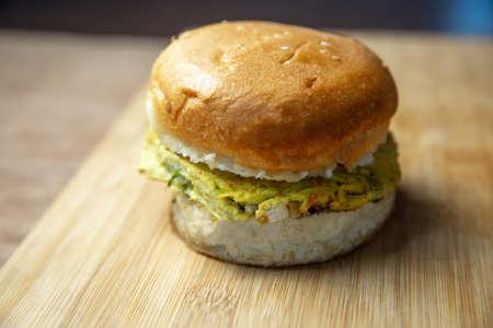 Close up shot of a delicious omelette burger. Egg Burger Standard-Bild