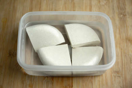 Homemade Soya paneer cheese made from fresh milk and lemon juice, diced and placed in a bowl on a wooden background. Horizontal orientation. Close up of Tofu Standard-Bild