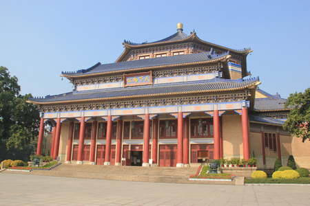yat sen: Sun Yat-Sen Memorial Hall, designed by Lu Yanzhi and built with funds raised by local and overseas Chinese people in memory of Sun Yat-Sen,  in Guangzhou, China