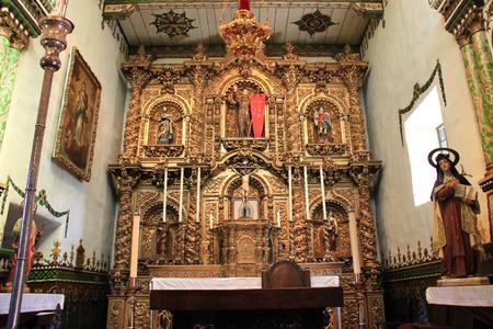 extant: San Juan Capistrano, California - 02 de noviembre 2014: Capilla Serra en la Misi�n San Juan Capistrano es el edificio m�s antiguo todav�a en uso en California. Es la �nica estructura existente, donde se ha documentado que el padre Jun�pero Serra celebr� la misa.