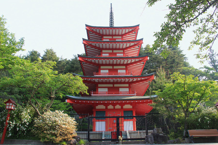 kawaguchi ko: Chureito Pagoda at Arakura Sengen Shrine is a popular place to take photos with Fuji Mountain in Japan