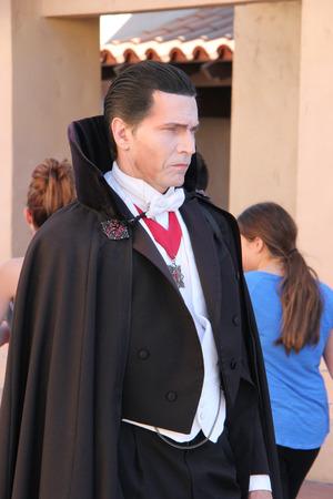 로스 앤젤레스, 캘리포니아, 미국 - 2015 년 3 월 12 일 : 수독 드라큘라는 수세기 전에 만들어진 뱀파이어이며 제목 문자와 Bram Stoker의 주요 길항제입니다