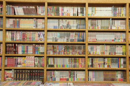 Los Angeles, California, USA - March 7, 2015: Many Different Japanese Books are arranged in order on Wooden Bookcases. Redactioneel