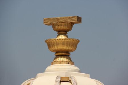 El Monumento a la Democracia es un monumento nacional que conmemora la Revolución de 1932 siameses que conducen al establecimiento de una monarquía constitucional en Tailandia. Foto de archivo - 40966692