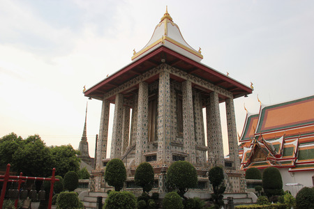 wat arun: Wat Arun or Temple of Dawn is Thailands landmark known for the first light of the morning reflecting off the surface of the temple with pearly iridescence.