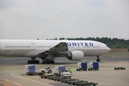 bonne aventure: Tokyo, Japon - 12 mai 2015: United Airlines, une compagnie aérienne majeure américaine, est la plus grande compagnie aérienne du monde lorsqu'elle est mesurée par le nombre de destinations desservies.