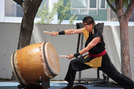 Los Angeles, California, USA - August 16, 2015: Japaneses are performing Japanese percussion instruments at Nisei Week Japanese Festival in Little Tokyo, Los Angeles. 報道画像