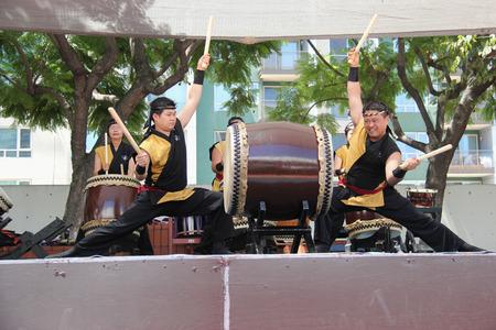 ロサンゼルス、カリフォルニア、アメリカ合衆国 - 2015 年 8 月 16 日: 日本人二世週日本祭で日本の打楽器、ロサンゼルスのリトル東京で実行していま