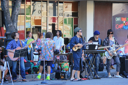 see the usa: Los Angeles, California, USA - Musicians are playing music beside the street to entertain people who are waiting to see Nisei Week Japanese Festival Parade.