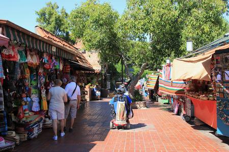 ロサンゼルス、カリフォルニア、アメリカ合衆国 - 2015 年 8 月 14 日: オルベラ ・ ストリートはダウンタウン ロサンゼルス、カリフォルニア州のクラ