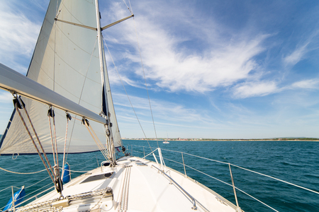 Yatch sail and desk on blue sky and sea background 免版税图像 - 45460747