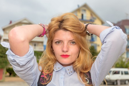 estilo urbano: Retrato de joven bella mujer de estilo urbano Foto de archivo