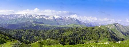 Groene heuvels en bergen weide wolk landschap
