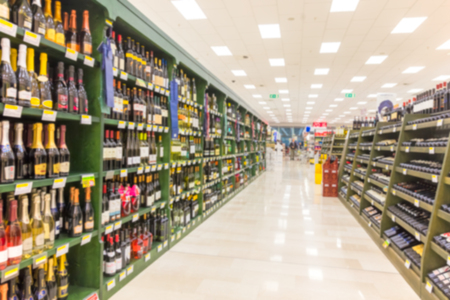 Blurred abstract background of shelf in supermarket 스톡 콘텐츠
