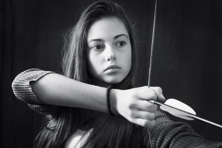 Zwart-wit close-up portret van een mooi meisje