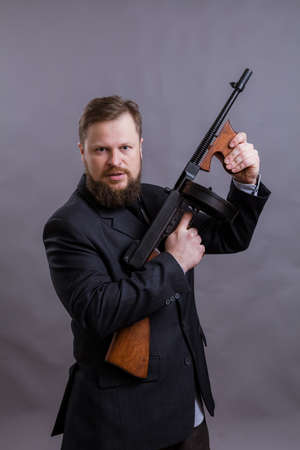 Mature man dressed in suit with   gun Standard-Bild