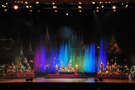 BANGKOK, TAILANDIA - 22 DE MAYO DE 2019: Actuación de pantomima tailandesa (Khon) para la ceremonia de coronación del rey en Sanam Laung, la tierra real de usos múltiples frente al Gran Palacio Editorial