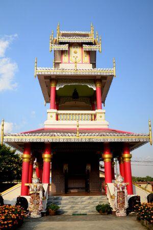 Phayao, Tailandia - 21 de diciembre de 2019: Wat Nantaram es un templo comunitario de Tai Yai (estilo Shan) en el centro de Chiang Kham y exhibe la arquitectura clásica de Tai Yai, algo extraordinaria