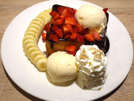 chocolate toast with banana and ice cream 版權商用圖片
