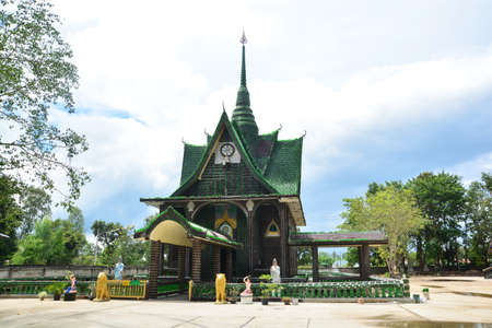 SISAKET, THAILAND – 20 December 2020 : Wat Pa Maha Chedi Kaew , also known as the Temple of a Million Bottles, is a Buddhist temple in Khun Han district of Sisaket province, Thailand. 新聞圖片