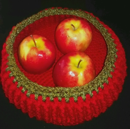 Crochet bowl with apples