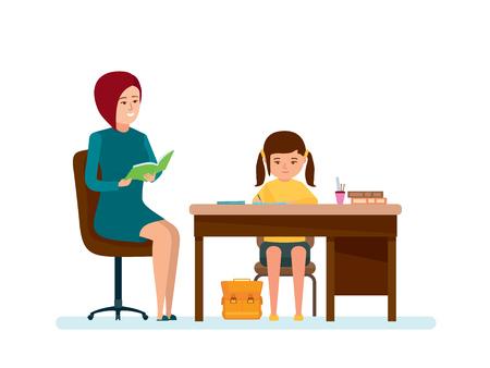 Maman vérifie les devoirs de la fille, la fille fait des leçons à table.